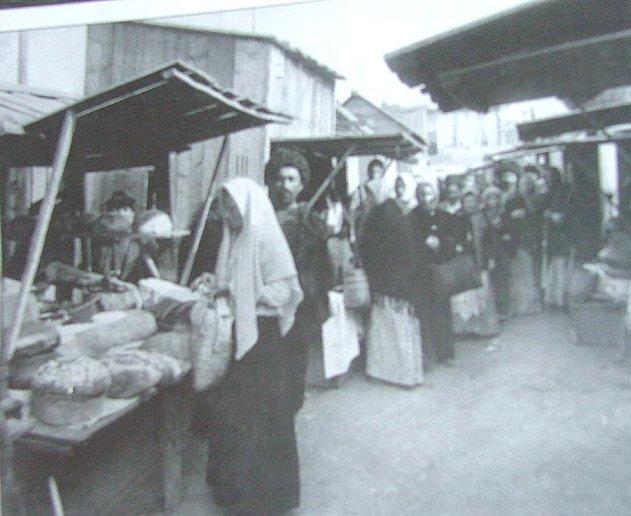 http://www.ourbaku.com/images/1/1c/Market_1918.jpg
