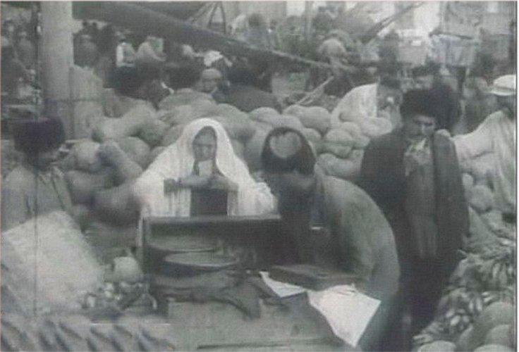 http://www.ourbaku.com/images/3/33/Market_1900.jpg