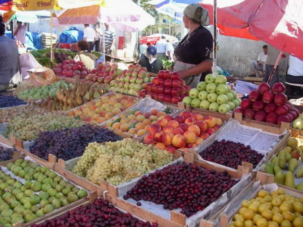 http://www.ourbaku.com/images/8/80/Market_7.jpg