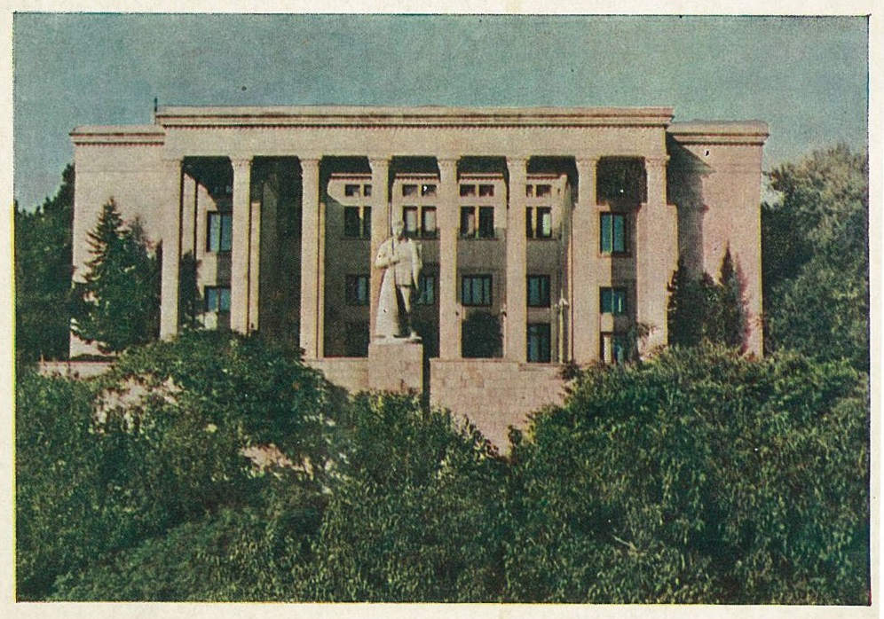 https://www.ourbaku.com/images/9/9b/Stalin_1954.jpg height=583
