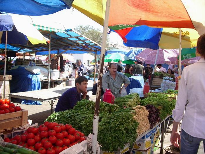 http://www.ourbaku.com/images/e/e9/Market_6.jpg
