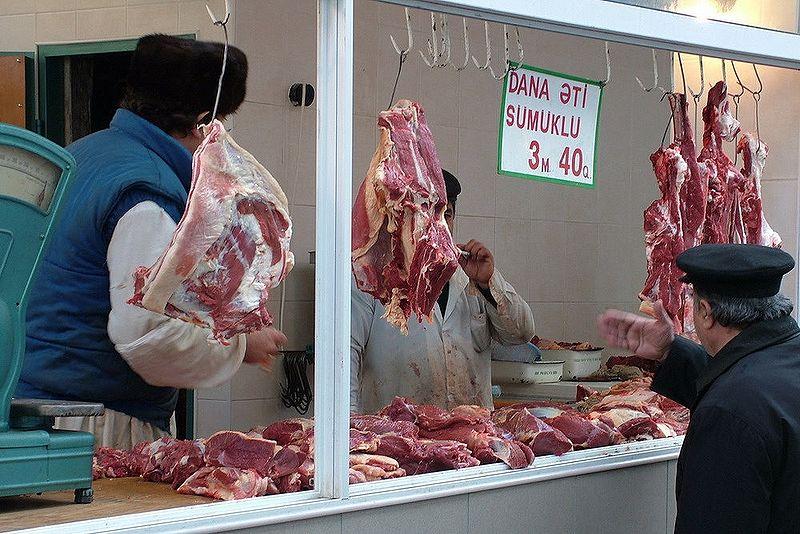 http://www.ourbaku.com/images/thumb/1/13/Market_17.jpg/800px-Market_17.jpg