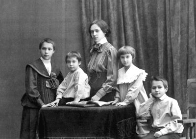Klasson kids 1908.jpg