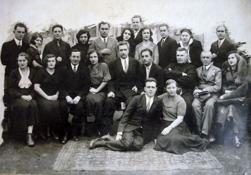 Karve group 1935.JPG