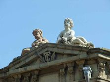 НД)2)-cherubs overlook the city centre-Baku.jpg